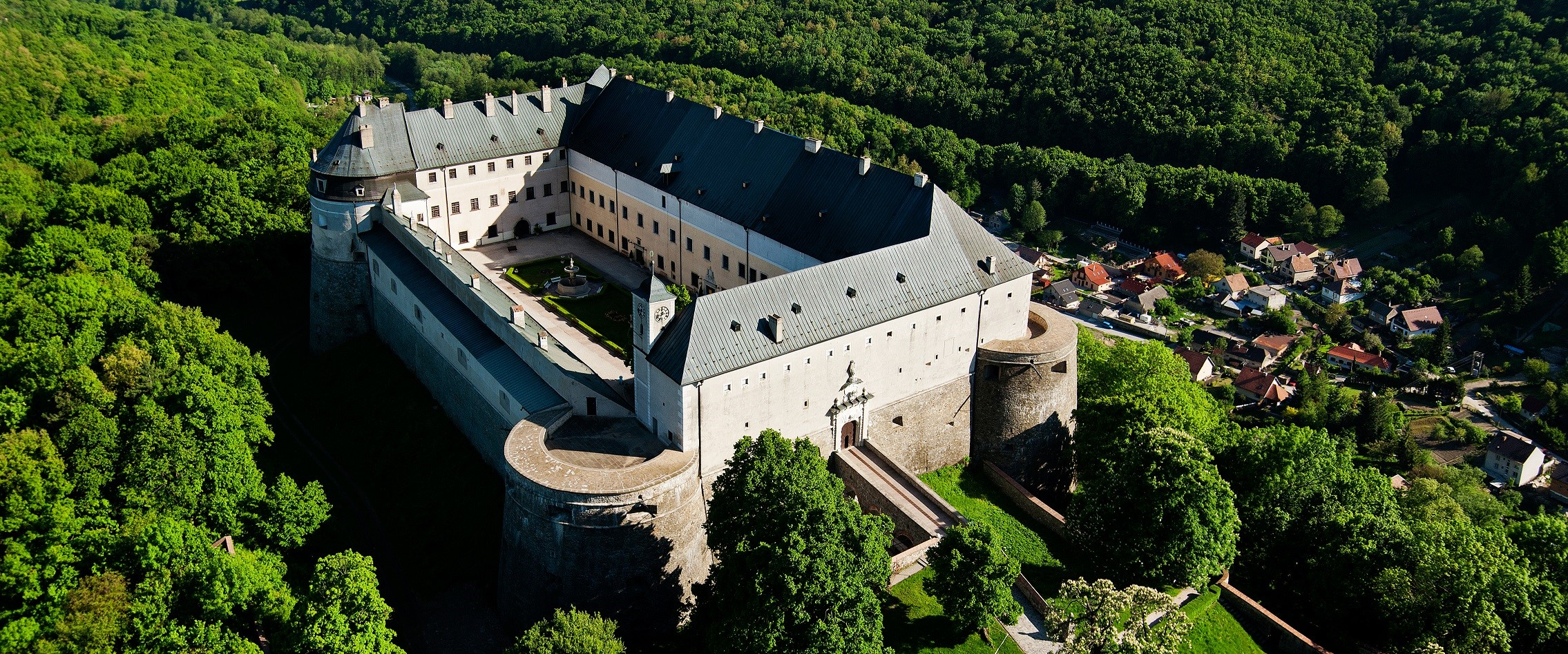 Burg Červený Kameň