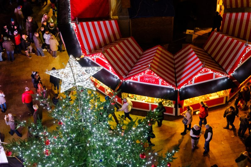 vianocne trhy stare mesto vianocny stromcek